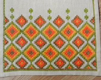 Very well done vintage 1960s handmade flat-seam embroidery on thicker beige linen tablecloth runner with abstract cube motive