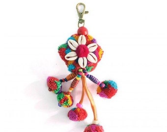 Shell and Pom Pom Zipper Pull / Key Chain Thailand Fair Trade (015T)