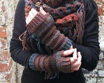 Knit gloves , fingerless gloves , womens  gloves .Fingerless arm warmers , wrist warmers . Colourful gloves .