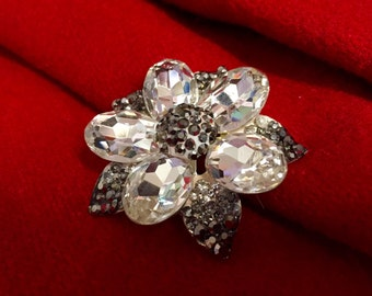 Lotus crystal brooch