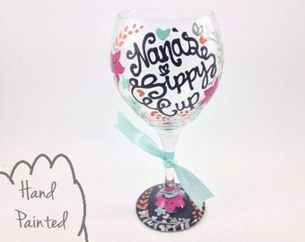 Free Personalization - Hand Painted Nana's / Grandma's Sippy Cup Wine Glass - FLORAL LAUREL Baby Shower Pregnancy Announcement - Mommy Mom