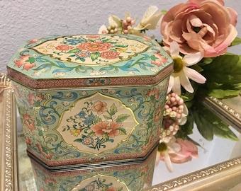 Lovely, Vintage, Daher Tin Box