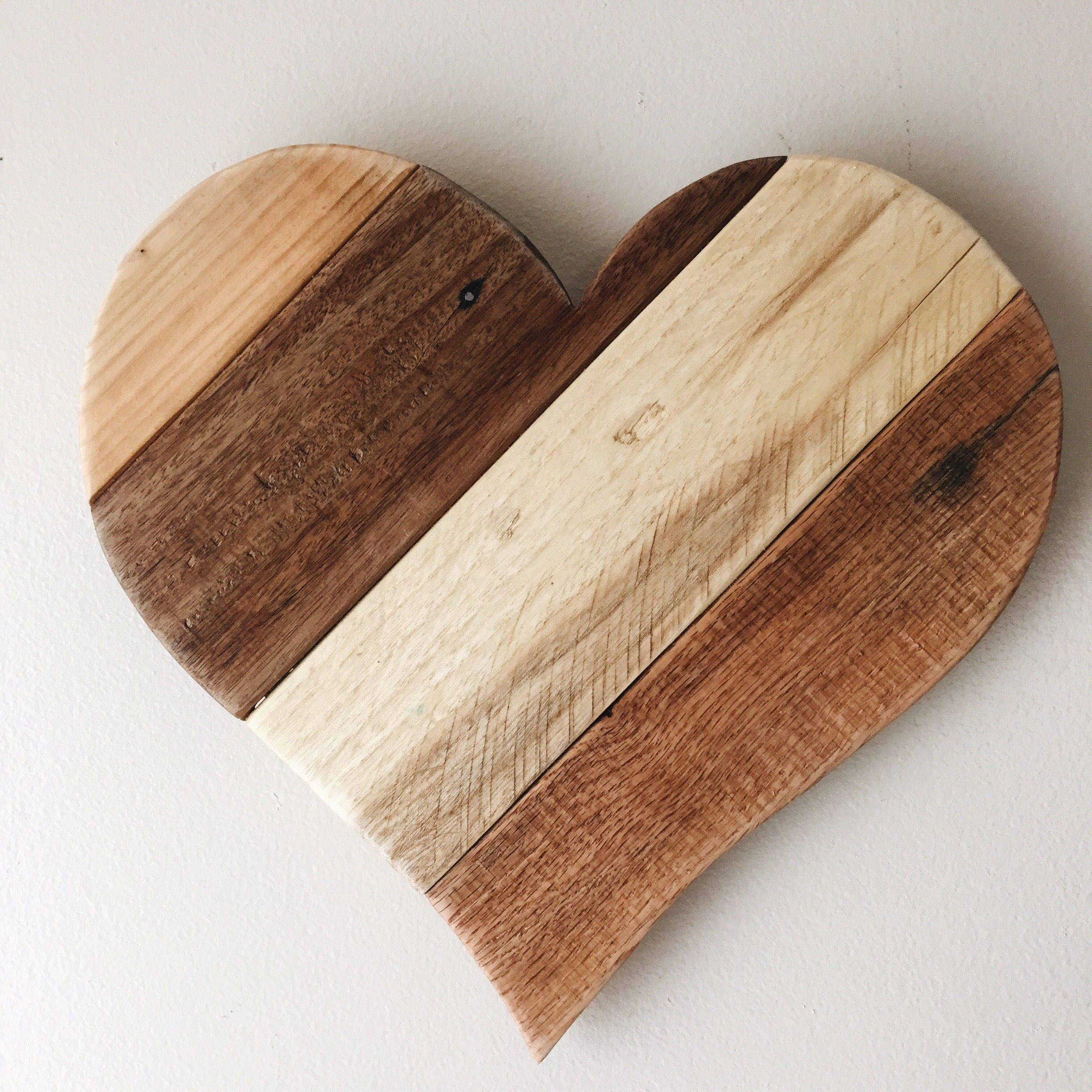 Reclaimed pallet 13 wood heart rustic country farm for Wooden heart wall decor