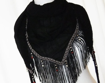 Shawl in black in the ethnic style