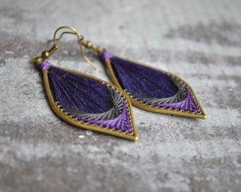Peruvian inspiration thread earrings | purple gray  silk thread earrings | woven earrings | boucles d'oreilles | native american earrings