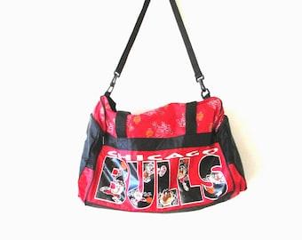 Vintage 1990s CHICAGO BULLS Basketball TAZ Tazmanian Devil Duffle Shoulder Bag