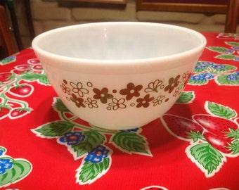 Vintage White 1.5 quart Pyrex mixing  bowl with avocado floral designs
