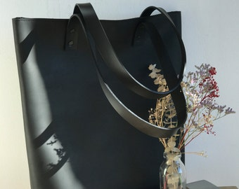 Ready to ship!! Black Distressed Leather tote bag with ZIPPER. Premium sturdy waxed leather. Handmade
