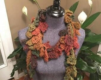 Crochet scarf in multicolor.