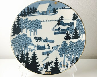 Very cute vintage Arabia Finland ceramic year plate, Raija Uosikkinen, 1979, Made in Finland
