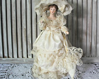 Vintage. Beautiful doll.