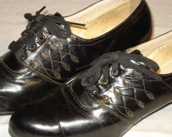 1940s lace shoes in excellent condition.  Black patten leather.  Wearable now.