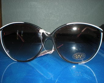 Vintage 90's Black & White Large Frame Bain De Soleil Sunglasses by Foster Grant New From Old Stock