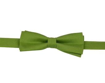 Vintage green bow ties, boy bow tie, Boys bow tie, plain green bow tie,  green bow tie, boys formal wear