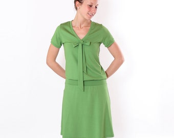"""Dress """"Lore"""" with decorative bow / / green short-sleeved"""