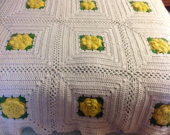Yellow Rose of Texas Vintage Throw....excellent condition....hand crocheted with puffy yellow flowers