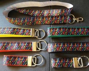 key fob, wristlet, keychain, lanyard - multicolored notes on black - M2135