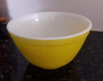 Vintage Pyrex 1950's No. 401 Yellow Nesting Mixing Bowl