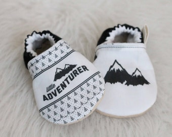 Black and White Baby Shoes, Black Baby Shoes, Baby Shoe, Mountain Baby Shoes, Baby Boy Shoes, baby Booties, Baby Moccasins, Mountain Booties