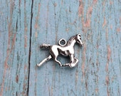 8 Horse charms 3D antique silver tone - silver horse charm, animal charms, farm charms, horse pendant, equestrian charm, pony charm, B17
