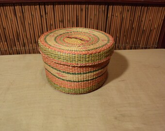 Vintage Chinese Straw Round Basket with Lid Cover