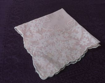 Vintage Sheer Pink Cotton Batiste Hanky Handkerchief, Excellent with Scalloped Edges and Daisies and Bows, Wedding Bridal Hanky