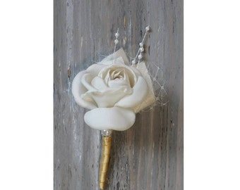 Ivory Wedding Boutonniere Grooms Boutonniere Groomsmen Boutonniere Mens Wedding Boutonniere Ivory Boutonniere Wedding Accessories