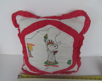 Snoopy Throw Pillow -  New York - Vintage  Item - vintage collectable- Snoopy Liberty -