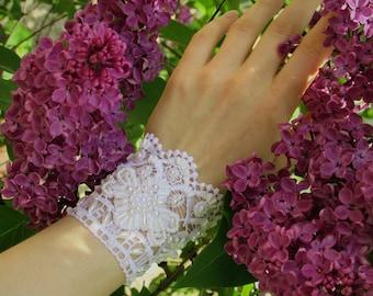 Bridal lace wedding bracelet, White lace bracelet with bead embroidery, Wedding lace jewelry, Wedding flower bracelet, Lace flower cuff