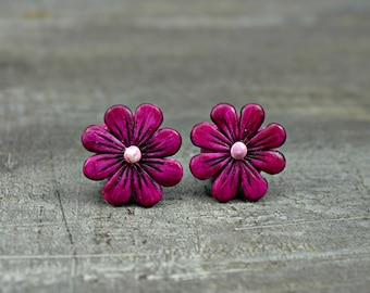Sweet Daisy Bead in Violet, polymer clay flower bead