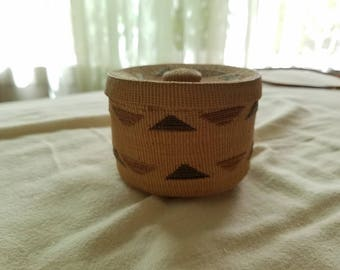 Tlingit rattle top basket, Native American basket, North American Indian Art, Small woven basket with lid