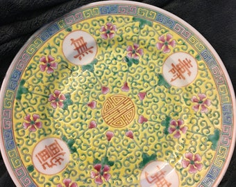 Small famille Chinese yellow plate with marking