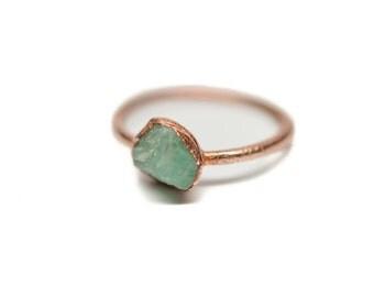 EMERALD Stacking Ring // Raw Emerald Ring // Midi Ring // Emerald Ring // Electroformed Emerald Ring // Dainty Emerald Ring // Rough Emerald