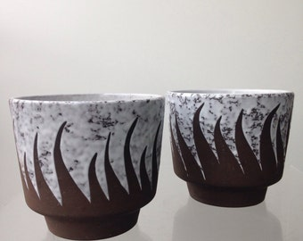 Set of two vintage flower pots with flamed decoration.