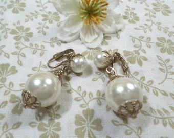 Vintage Gold Tone Dangle Bead Clip On Earrings DL# 1571