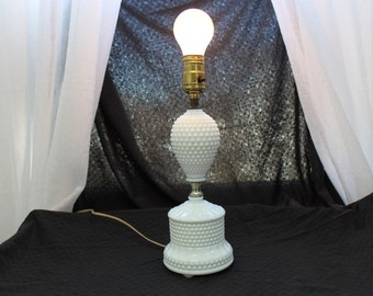 Beautiful Vintage Hobnail Milk Glass Lamp