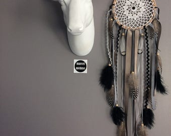 Dream catcher in crochet lace, taupe, black and grey color