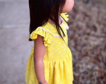 Leighton Peter Pan Collar Flutter Sleeve Dress - Daisy Flower