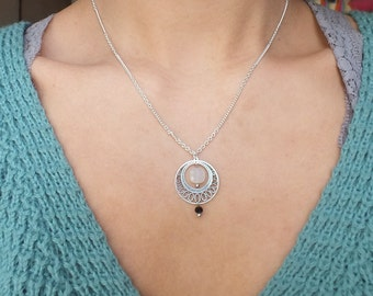 "Necklace ""Ipsu"" / Ethnic necklace / moonstone / Tan Tao Jewels"