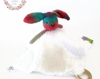 Doudou rabbit Rainbow crochet, labels and teething rings, plush knit textures, multicolored rabbit toy