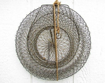 Vintage Collapsible Wire Fishing Basket / #C105