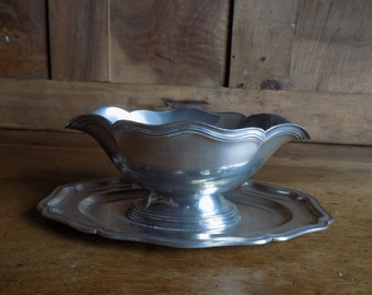 French vintage/antique pewter gravy boat, sauce boat, sauciere circa 1970s.