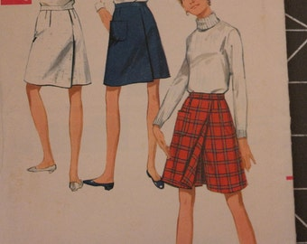 Vintage  Butterick 4720 Sewing Pattern Concealed Culotte Skorts with Buttons Pockets- Waist 25 1/2 Hip 36