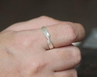 silver Mobius strip ring Twist Ring