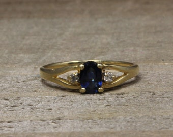 Estate, 14K Yellow Gold Ring With Diamonds and Sapphires