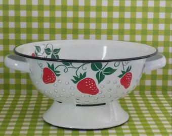 Vintage Metal Strawberry Colander Strainer Teleflora Enamel Fruit Bowl Preppy Retro Kitchen Summer Party
