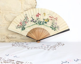 Large Floral Hand Fan with Painted Flowers. Vintage Folding Fan With Lacquered Wood and Japanese Figures
