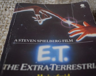 E.T. The Extra-Terrestrial. William Kotzwinkle. PaperBack Book. Steven Spielberg.