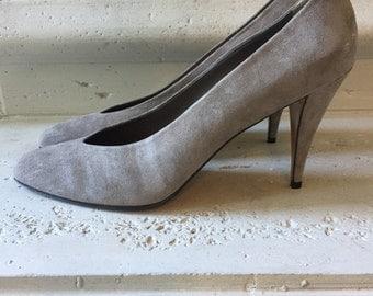 Anne Klein ~ Vintage Grey Suede Pumps ~ Size 8 1/2