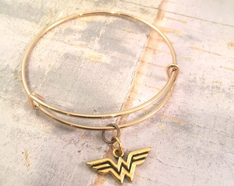 Wonder Woman bracelet, Wonder Woman gold bracelet, adjustable bangle bracelet, supermom gift, for mother, super mom